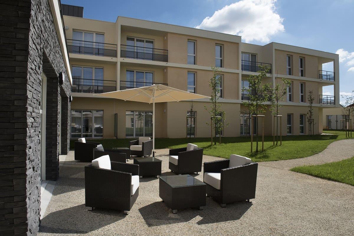 banniere-facade-residence-senior-domitys-poitiers