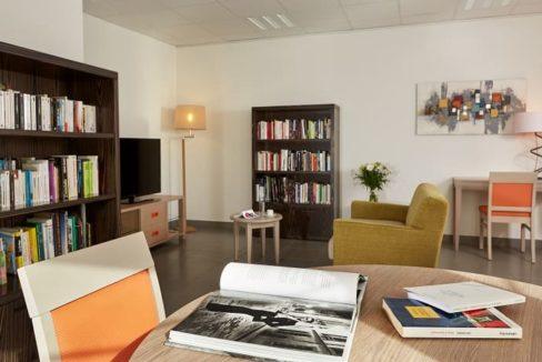 bibliotheque-residence-senior-perpignan-girandieres
