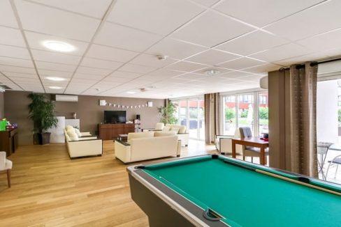 billiard-residence-senior-chalon-girandieres
