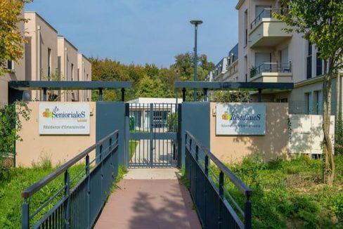 exterieur-residence-senior-emerainville-senioriales