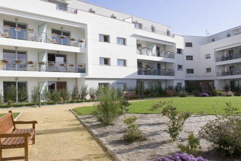 exterieur-residence-senior-le-clos-saint-martin-domitys