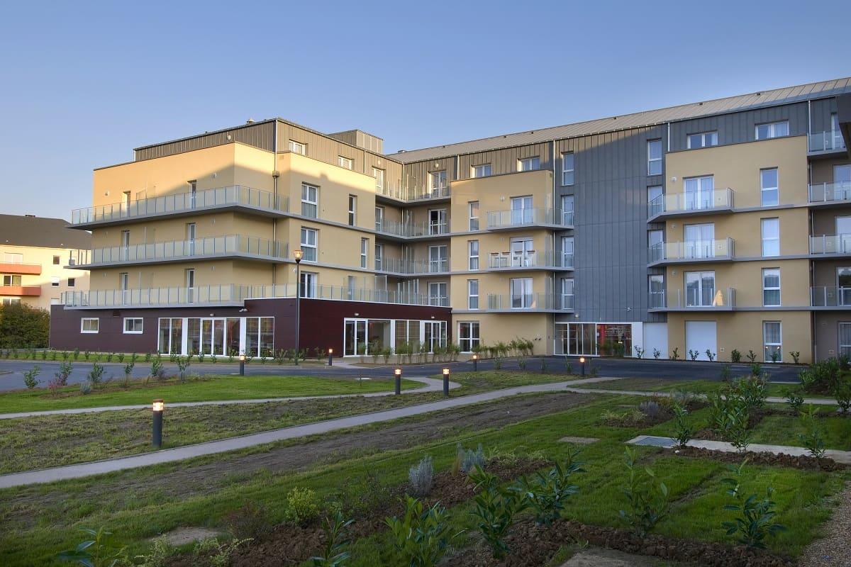facade-exterieur-residence-senior-Vallon-des-bois-domitys