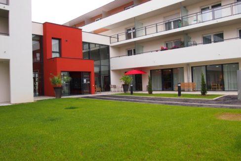facade-exterieur-residence-senior-avrille-girandiere