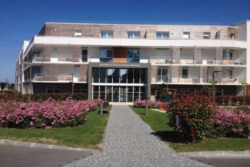 facade-exterieur-residence-senior-bayeux-domitys