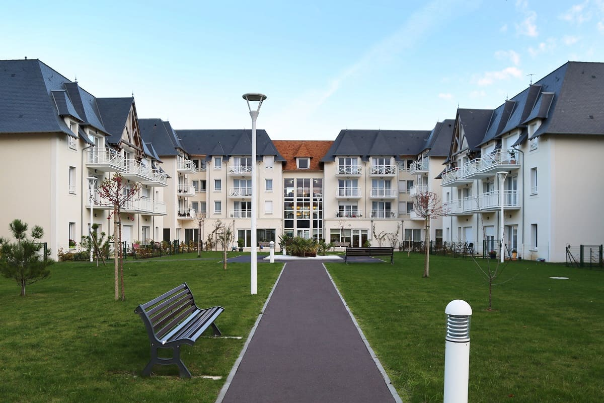 facade-exterieur-residence-senior-courseulle-sur-mer