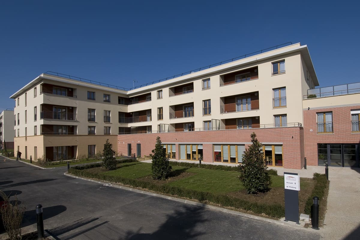 facade-exterieur-residence-senior-jardins-de-reverdy-domitys