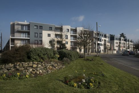 facade-exterieur-residence-seniors-saint-james-domitys