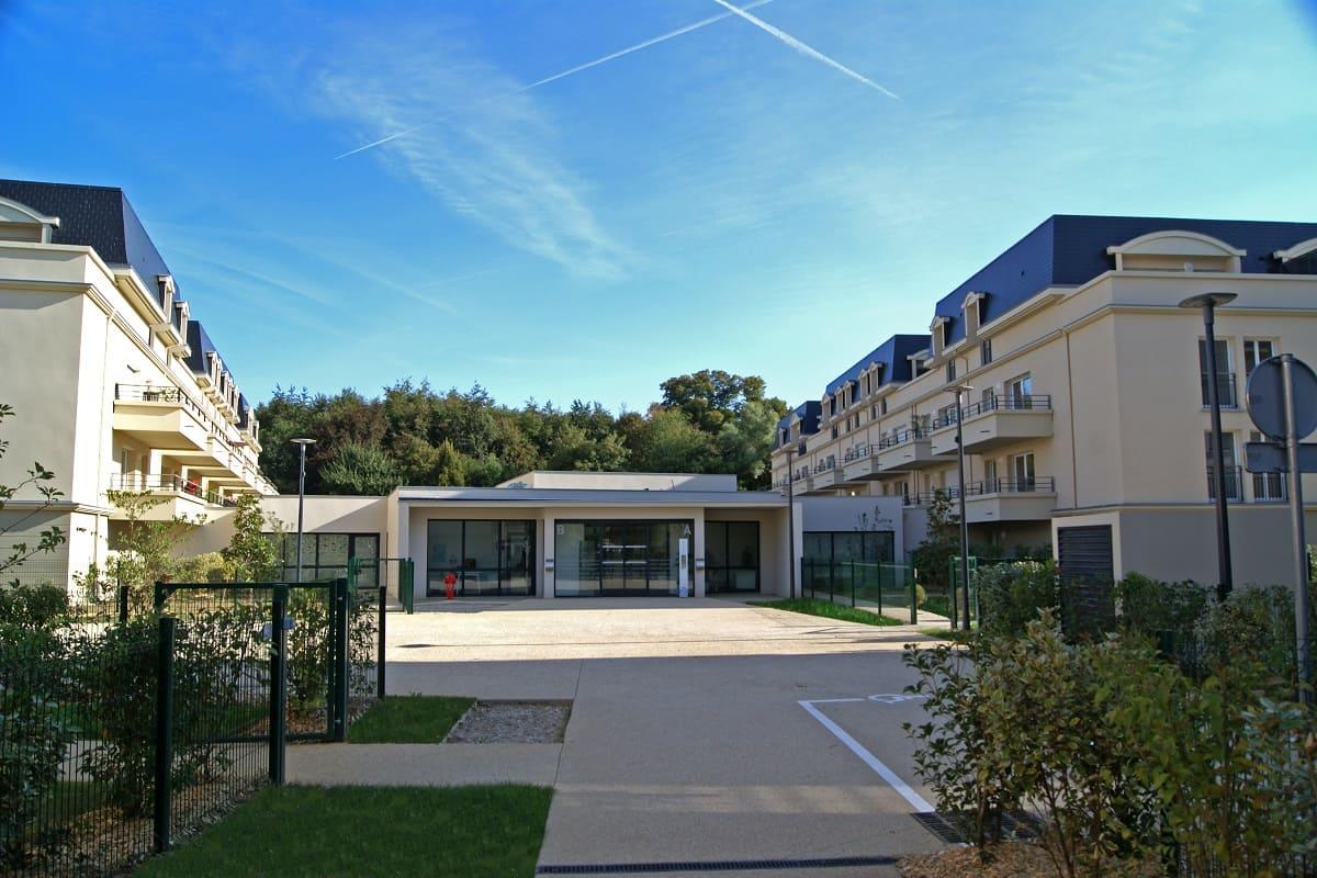 facade-residence-senior-emerainville-senioriales