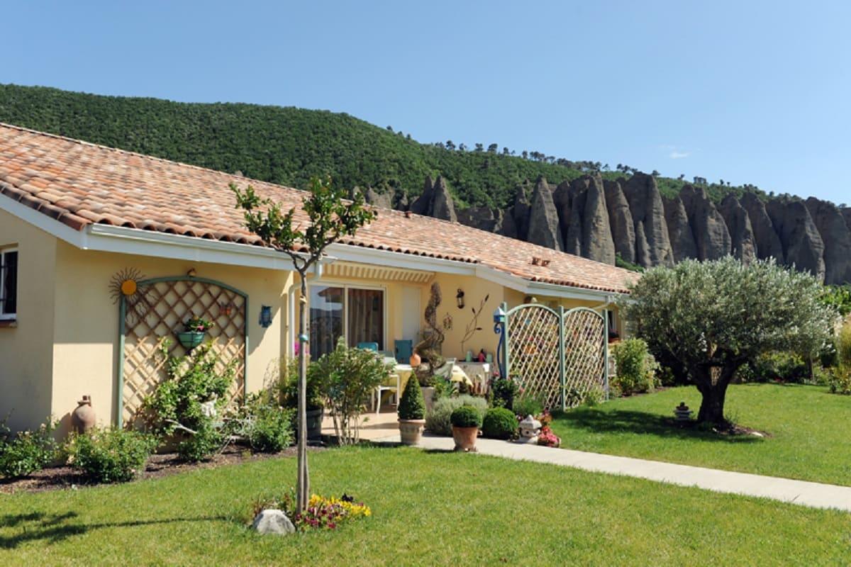 facade-residence-senior-les-mees-sneioriales