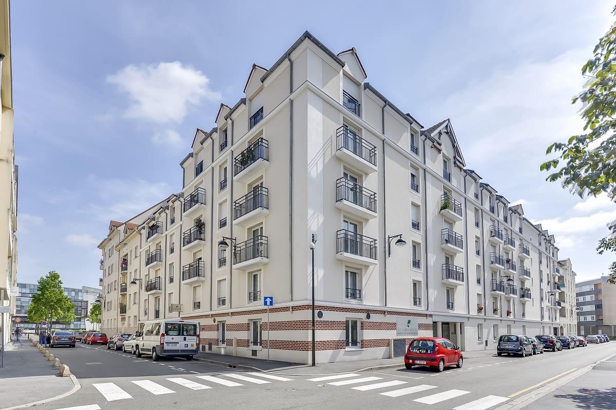 facade-residence-senior-meaux-girandieres