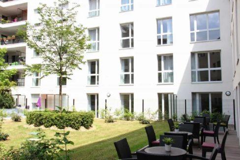 face-exterieur-residence-senior-sevre-cour-des-lys