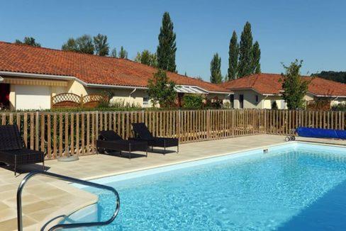 piscine-residence-senior-bergerac-senioriales