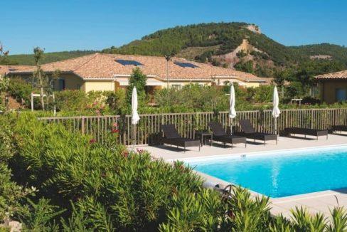piscine-residence-senior-gonfaron-senioriales