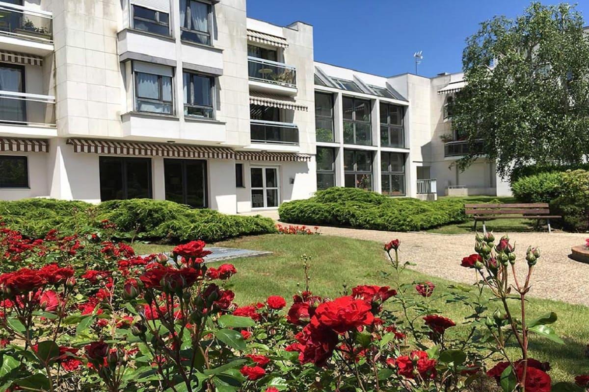 residence-senior-le-chesnay-exterieur_0