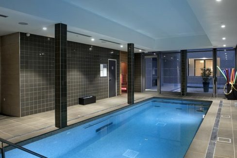 residence-senior-nimes-piscine_0