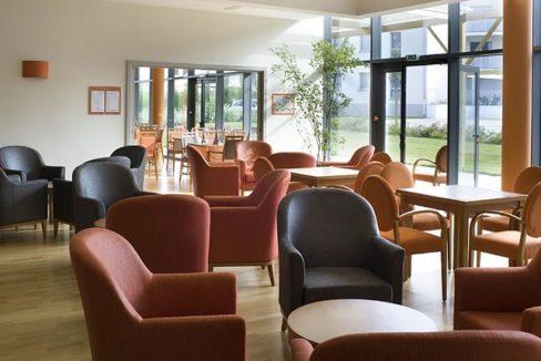 residence-senior-vitre-domitys-marquise-bar