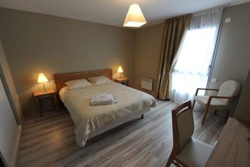 residence-senior-vitre-domitys-marquise-chambre