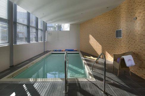 residence-senior-vitre-domitys-marquise-piscine