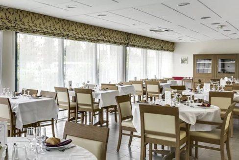 restaurant-residence-senior-osny-girandieres-1