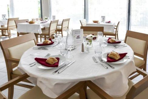 restaurant-residence-senior-osny-girandieres