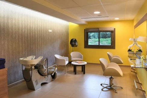 salon-de-coiffure-residence-senior-domitys