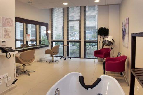 salon-de-coiffure-residence-senior-le-pont-des-lumieres-domitys