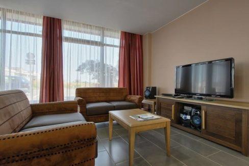 salon-residence-senior-olivet-girandieres