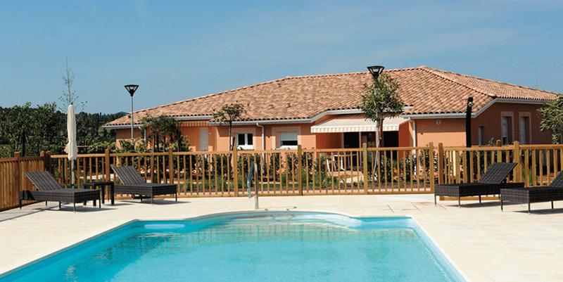 senioriales-montélimar-village-piscine