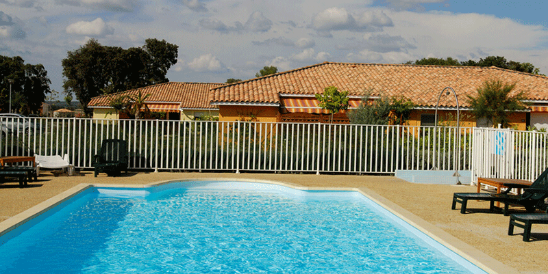 senioriales-rochefort-du-gard-piscine