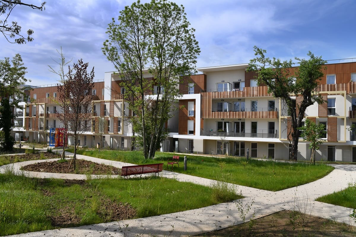 jardin-residence-senior-raisins-bleus-domitys