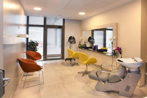 salon-de-coiffure-residence-senior-raisins-bleus-domitys