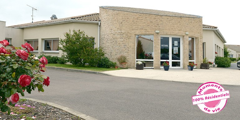 les-residentiels-chateau-olonne-residence-services-entree
