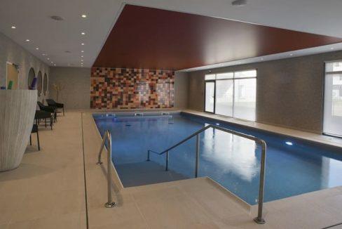 piscine--residence-senior-bezannes-domitys