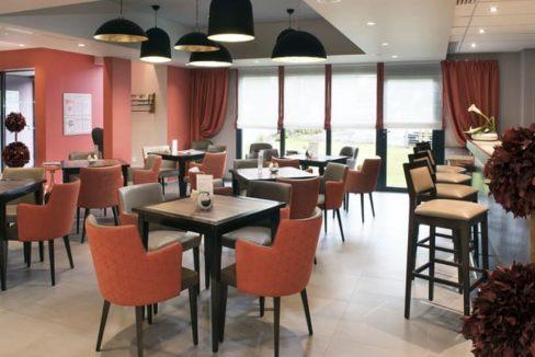 salon-bar-residence-senior-le-pavillon-de-diane-domitys
