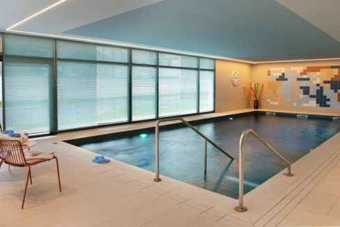 piscine-residence-seniorcombs-la-ville-domitys