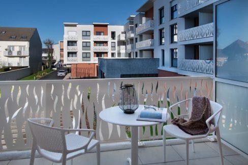 terasse-residence-seniorcombs-la-ville-domitys