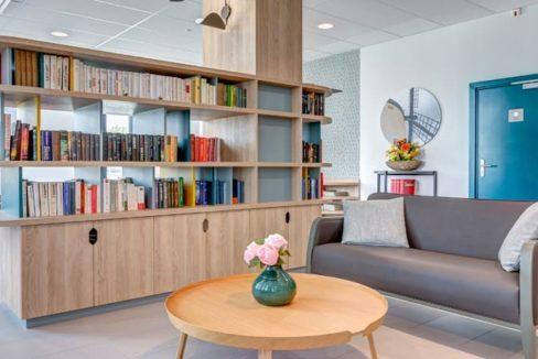 bibliothèque-residence-senior-bretigny-girandiere