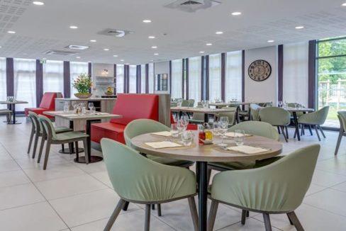 restaurant-residence-senior-dourdan-girandieres