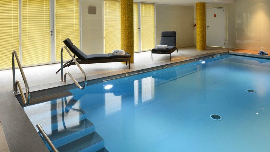 residence-seniors-bayeux-domitys-piscine