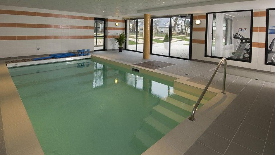 residence-seniors-laille-domitys-piscine