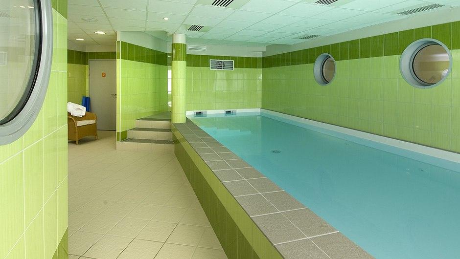 residence-seniors-orleans-domitys-piscine