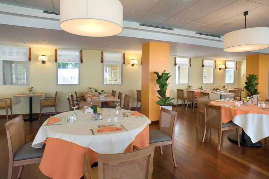 residence-seniors-orthez-domitys-restaurant