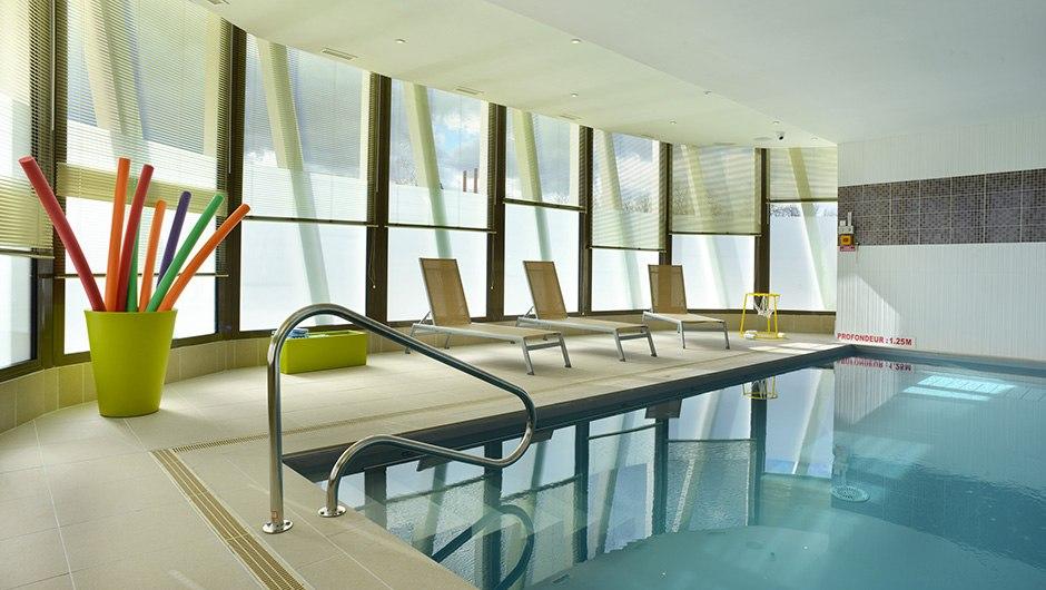 residence-seniors-romorantin-domitys-piscine