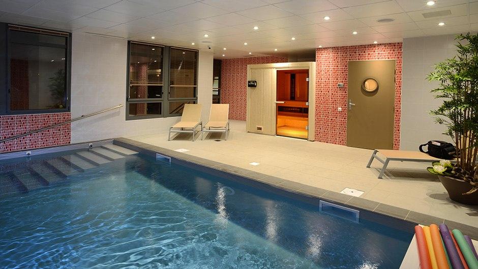 residence-seniors-saint-doulchard-domitys-piscine
