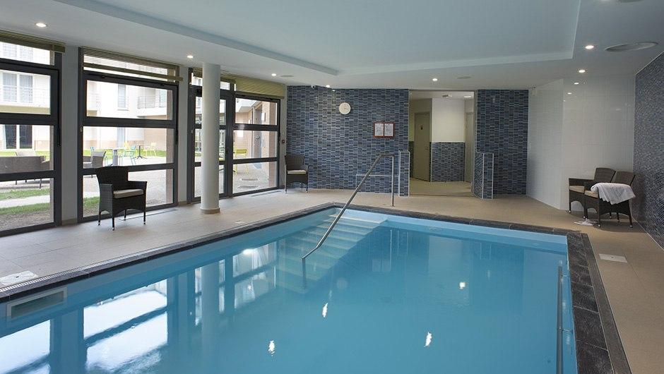 residence-seniors-tourlaville-domitys-piscine