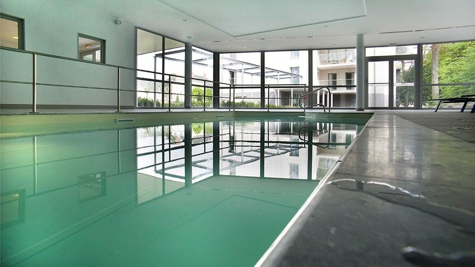 residence-seniors-tours-domitys-piscine