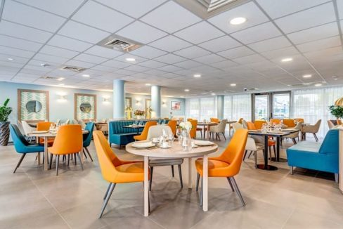 restaurant-residence-senior-massy-girandieres