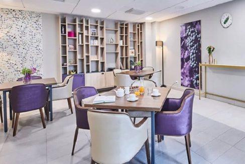 espace-commun-residence-senior-cognac-girandieres