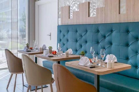 table-restaurant-residence-senior-cognac-girandieres