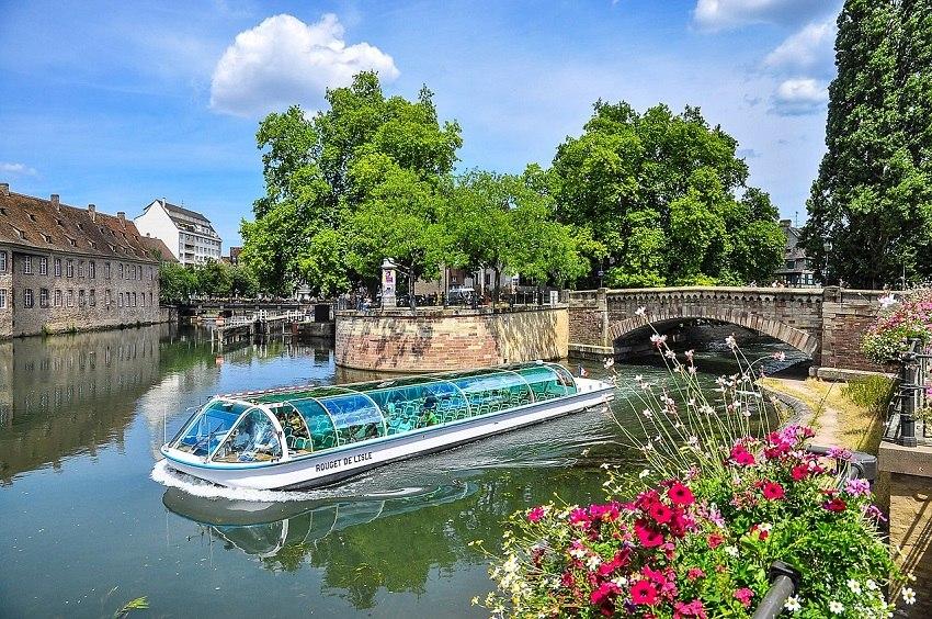 View_on_Strasbourg,_France,_river